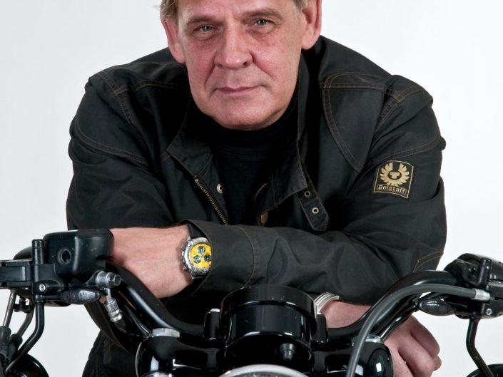 Portrait eines Motorradfahrers